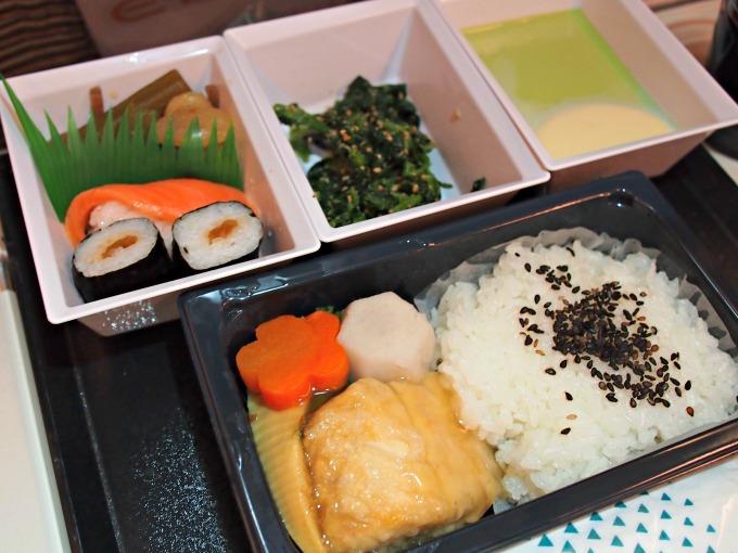 主菜:魚の揚げ物あんかけ、里芋、筍、にんじん、ごはん