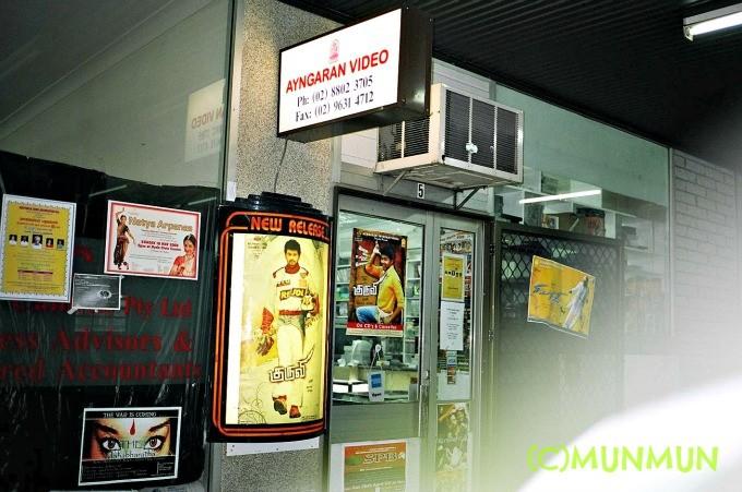 シドニーにあるアインガラン・オーストラリア。ヴィジャイの【Kuruvi】やラジニの【Sivaji the Boss】のポスターなどが貼られていました